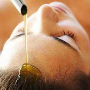 Нанесение льняного масла на волосы